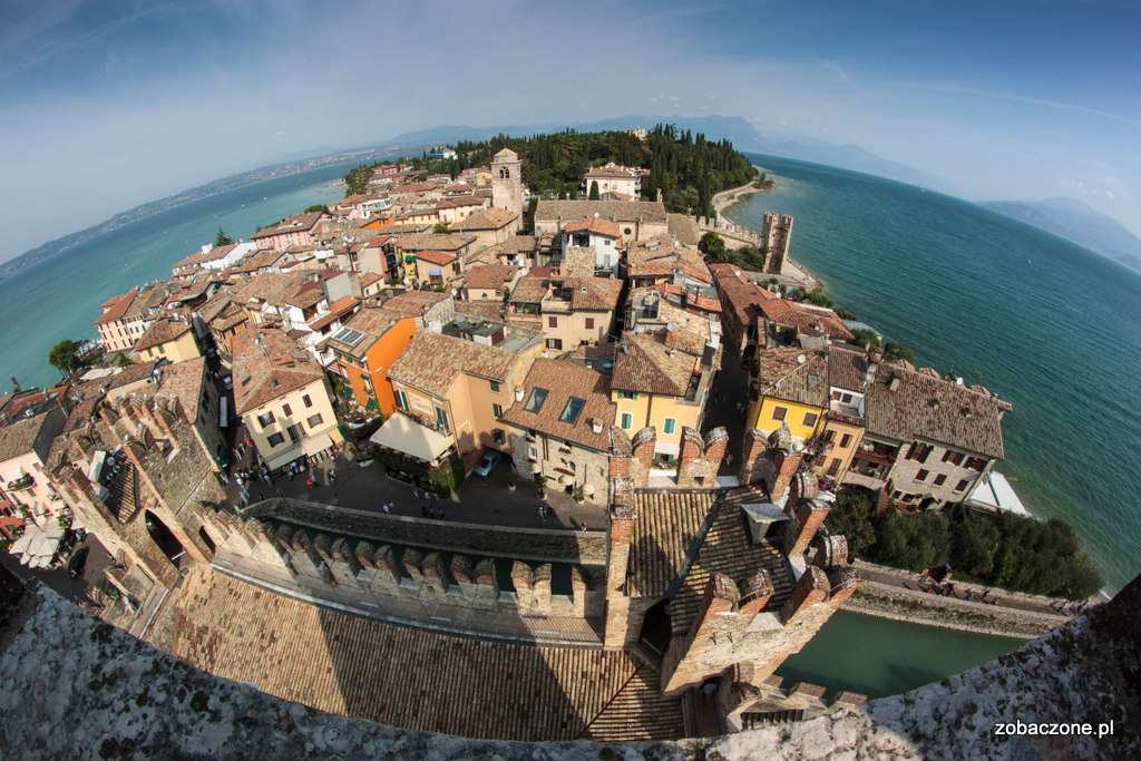 Widok z wieży zamku w Sirmione