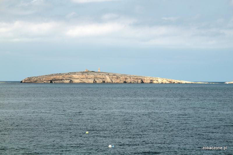 Wyspa św. Pawła widziana z nabrzeża Bugibby