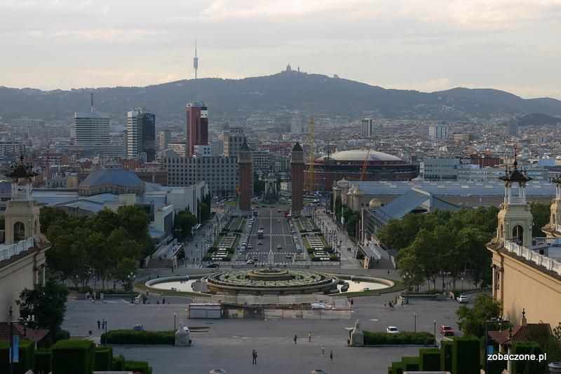 Wzgórze Tibidabo widoczne z centrum Barcelony