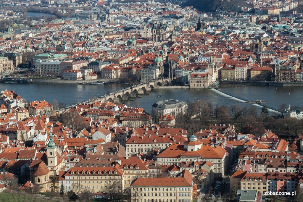 Most Karola leży w samym sercu Pragi