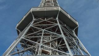 Wieża widokowa na wzgórzu Petrin