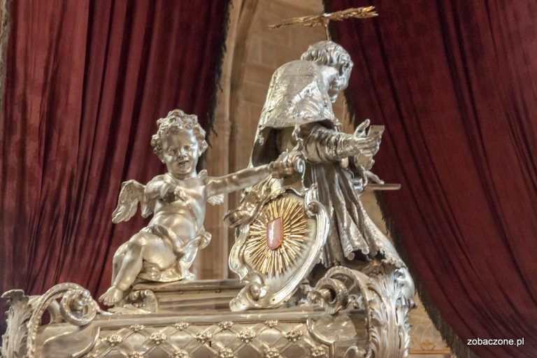 Anioł wskazujący miejsce gdzie przechowywany jest język św. Jana Nepomucena
