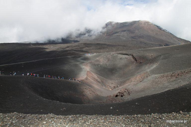 Widok z torre del Filosofo na główne kratery Etny
