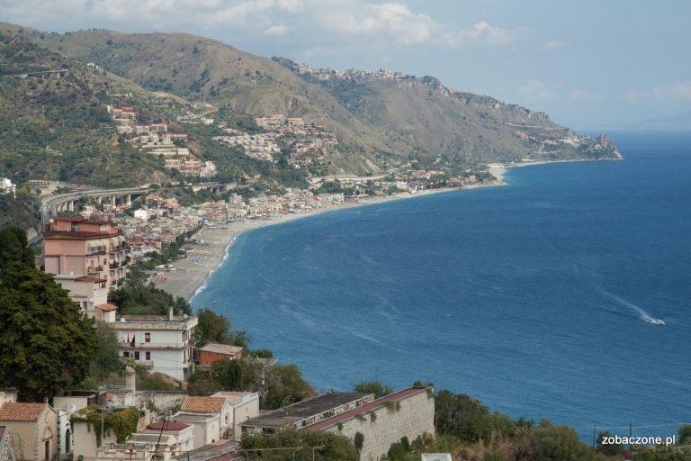 Malownicze położenie Taorminy - nad brzegiem Morza Jońskiego